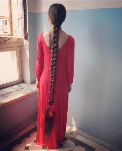 Capelli più lunghi del mondo  scopri tutto su Aliia Nasyrova ... 069499645ded