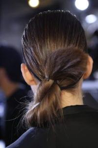 Acconciature capelli sporchi: idee dal backstage con GHD